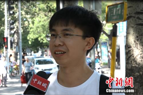 乔俊峰接受记者采访 中新网记者 旦增桑周 摄