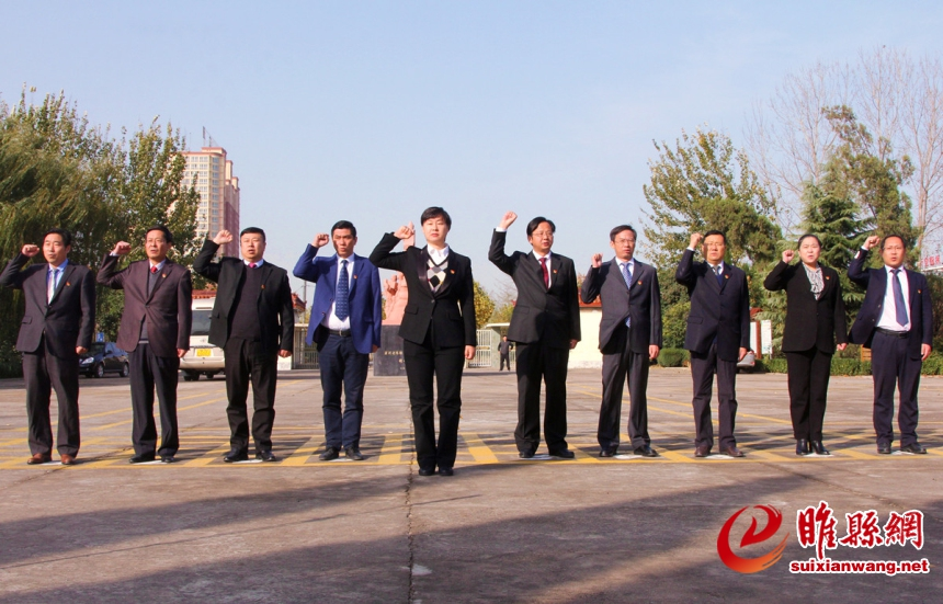 吴海燕带领县委常委缅怀革命先烈 重温入党誓词