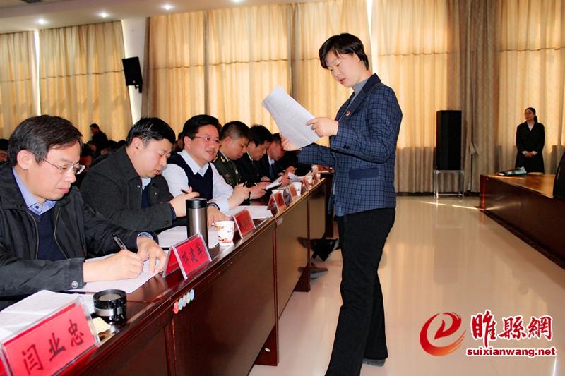 我县开展党员领导干部理论学习知识测试 县委书记吴海燕现场巡考