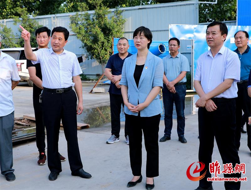 吴海燕到产业集聚区看望慰问一线工人